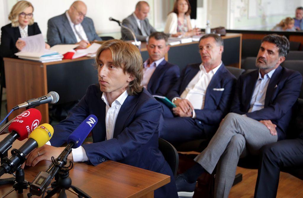 Лука Модрич во время судового заседания по делу Здравко Мамича