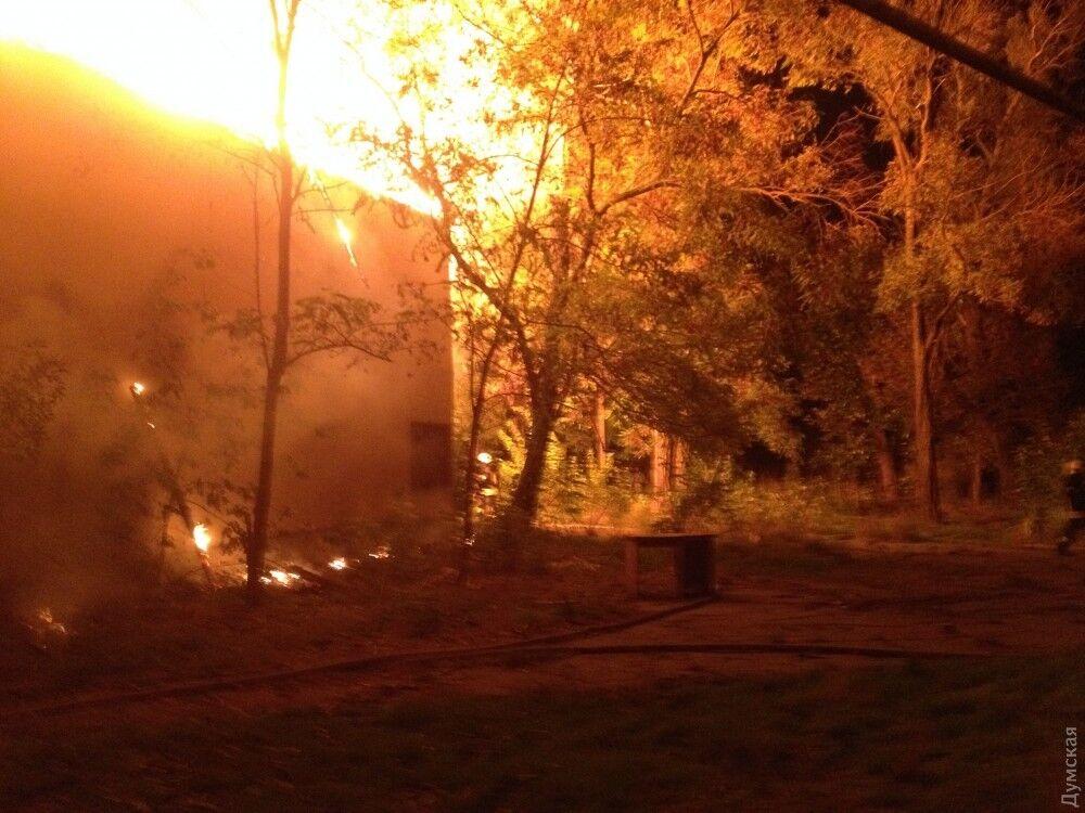 В Одессе масштабный пожар охватил санаторий: все подробности