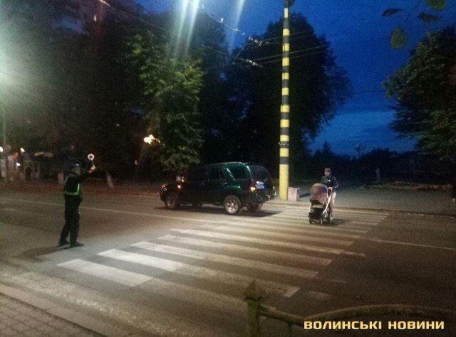 Відомого українського письменника збила машина в Луцьку