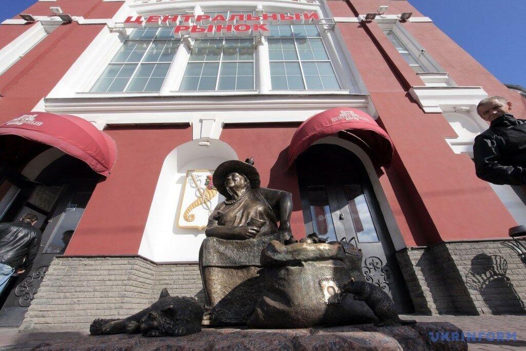 Торговка насінням: у Харкові встановили незвичайний пам'ятник