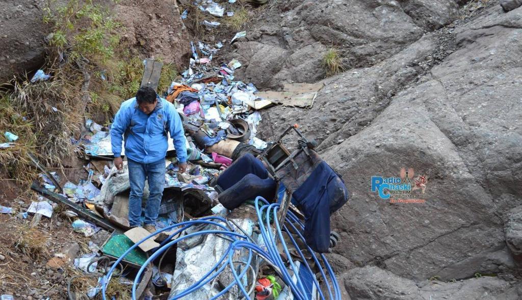 В Перу автобус рухнул в пропасть с 300 метров: 23 погибших, 15 ранены