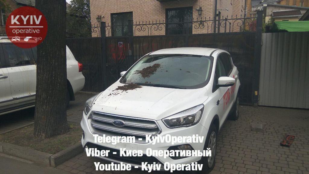 У Києві облили фекаліями автомобілі дипломатів РФ