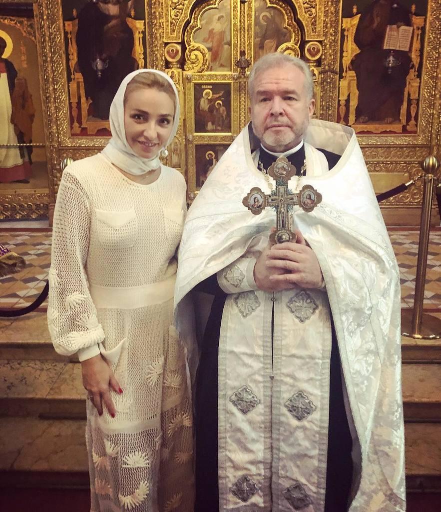 Жену Пескова высмеяли за ''скрепные'' крестины