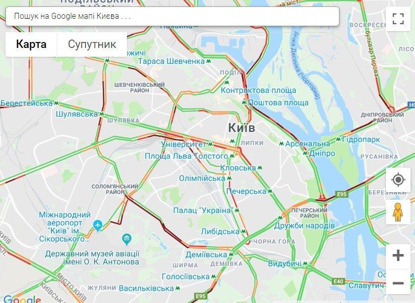 У Києві в ДТП розбився поліцейський: місто в заторах