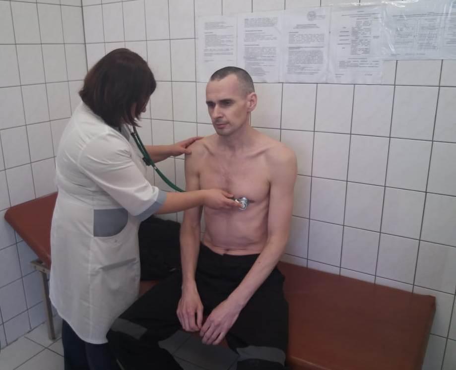 Россия показала жуткое фото Сенцова: Украина жестко отреагировала