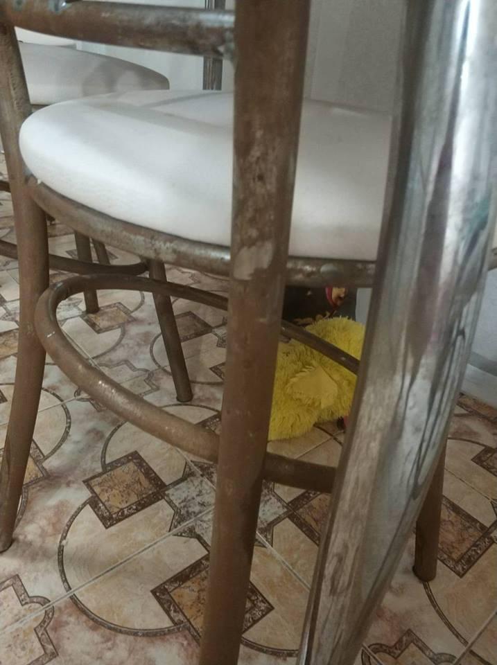 Металеві частини меблів вкрилися іржею