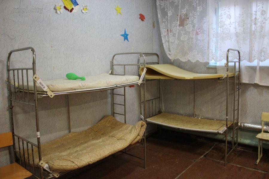В Мариуполе школьников упекли в подвал
