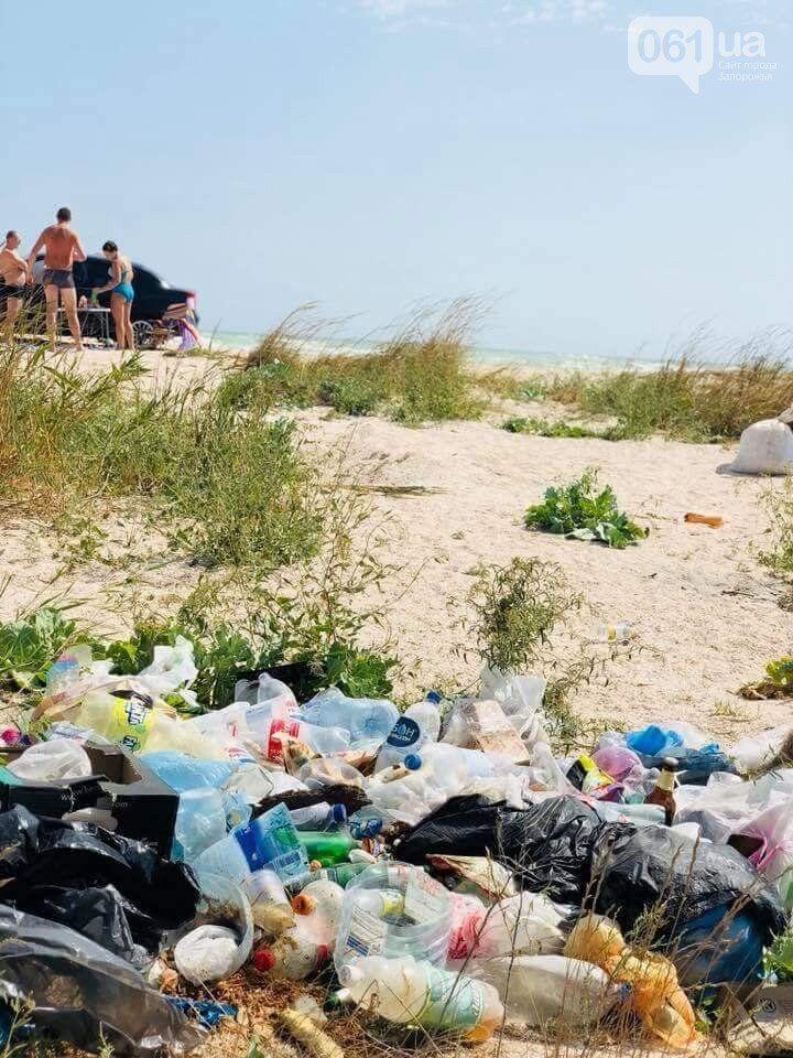 Популярный в Украине курорт завалили мусором: фото