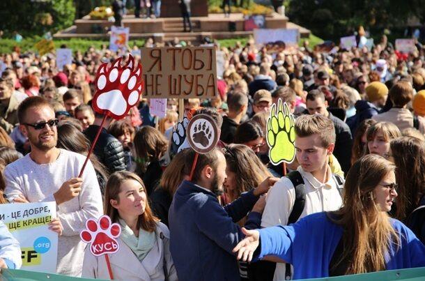 """""""Я тобі не шуба!"""" По Києву пройшли маршем тисячі зоозахисників. Фоторепортаж"""