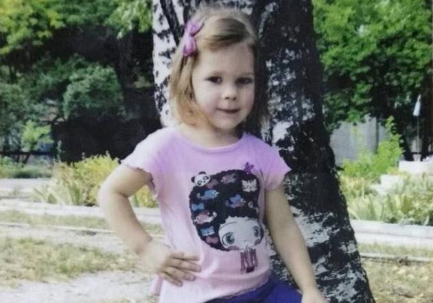 Скончалась избитая отчимом 4-летняя девочка