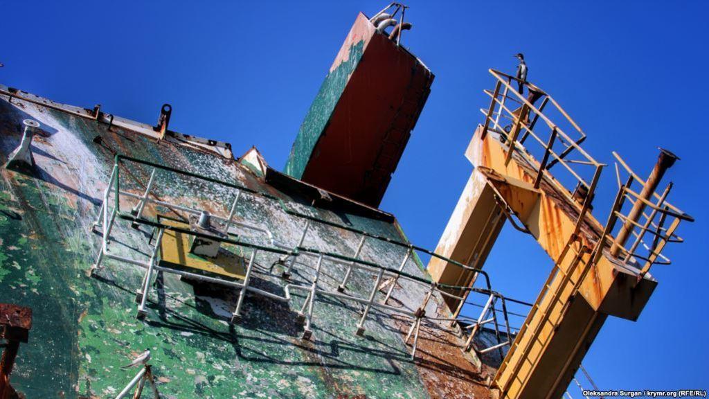 Затонувшее судно в Крыму: появились яркие фото с места кораблекрушения