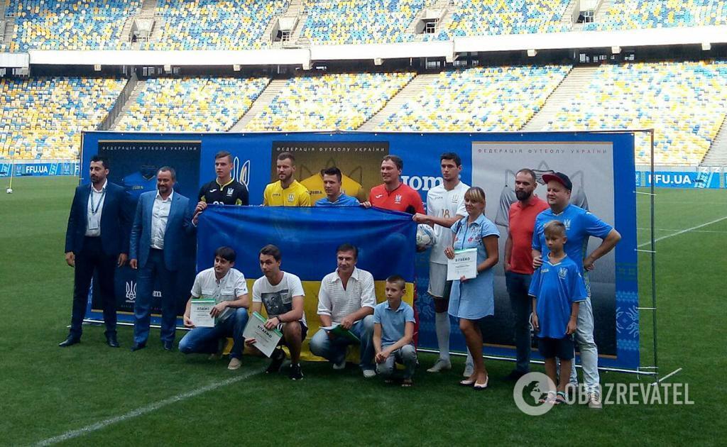 """На новій формі нашій збірній з футболу є напис """"Слава Україні!"""""""