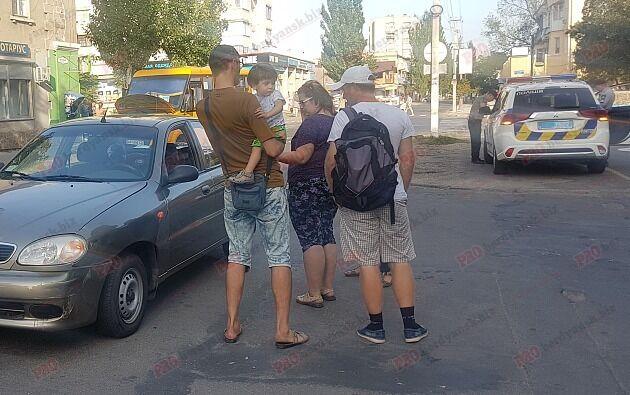 На запорожском курорте автобус с пассажирами попал в ДТП