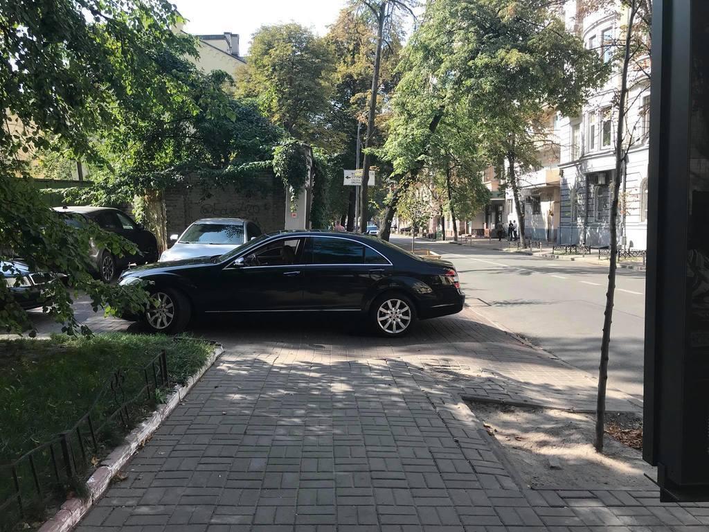 ''Законодавець не знає законів!'' У Києві відома екс-нардеп втрапила у скандал