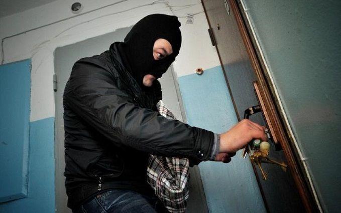 Історія киянки про проникнення злодія в квартиру з дитиною налякала мережу