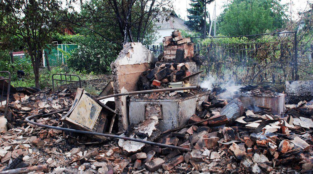 Разрушенный частный дом в Иловайске