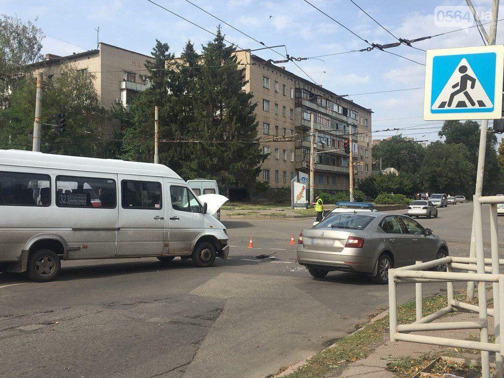 ДТП в Кривом Роге: копы протаранили маршрутку и легковушки