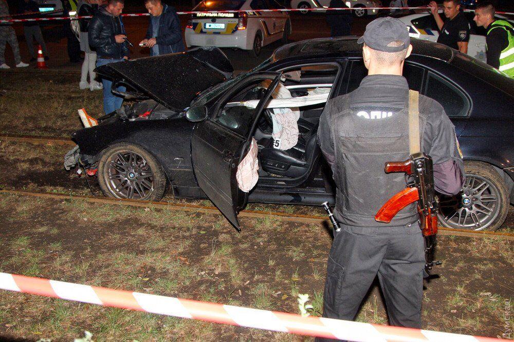 В Одессе BMW влетел в толпу людей: есть жертвы. Фото и видео 18+