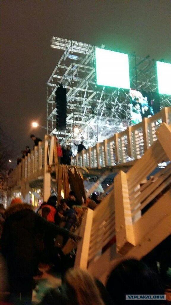 У Москві на людей обвалився міст: з'ясувалася причина НП