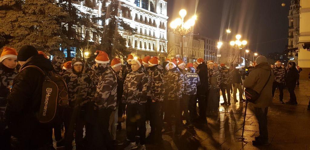 Сніговики і ''Героям слава!'' У Києві проходить унікальний марш на честь Бандери