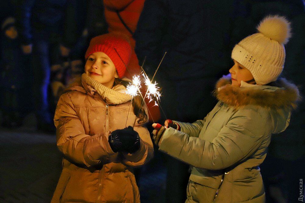 Як зустрічали Новий рік українці: яскраві фото та відео