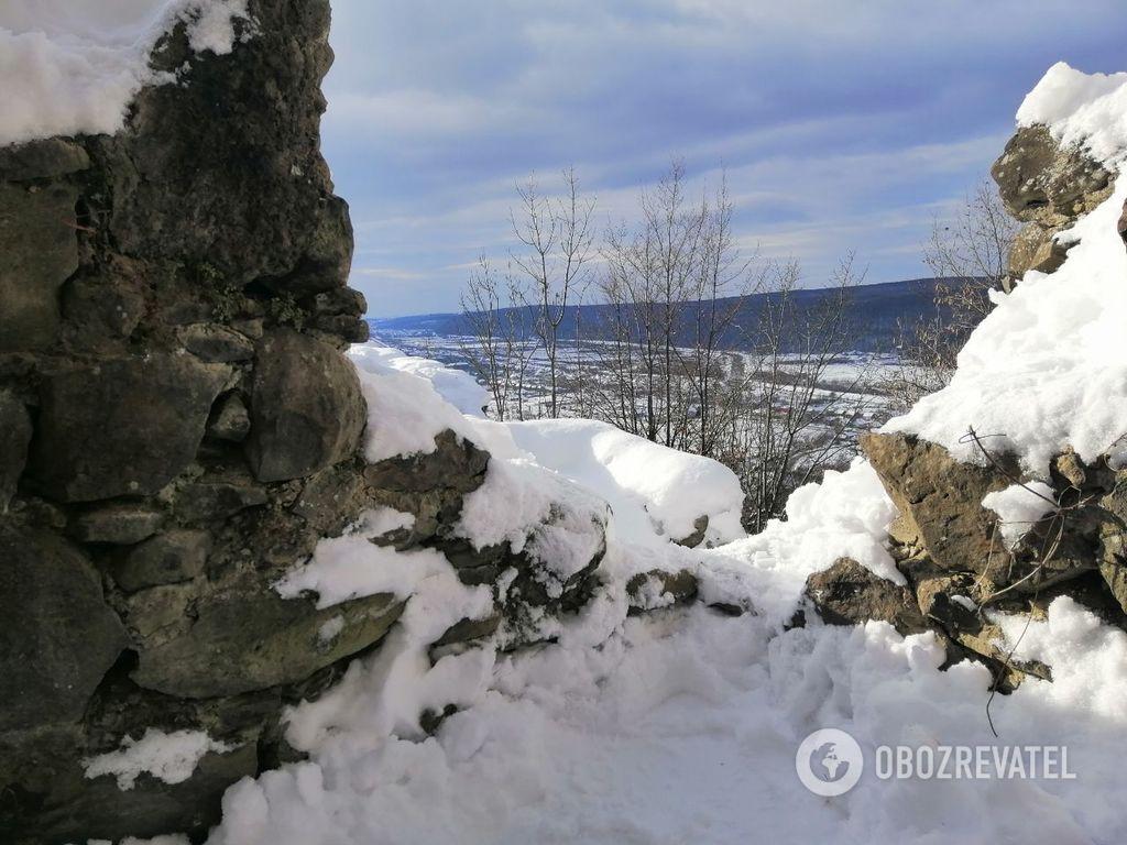 Разрушен 400 лет назад: как выглядит Невицкий замок зимой