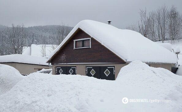 Популярный горнолыжный курорт Европы замело снегом: яркие фото