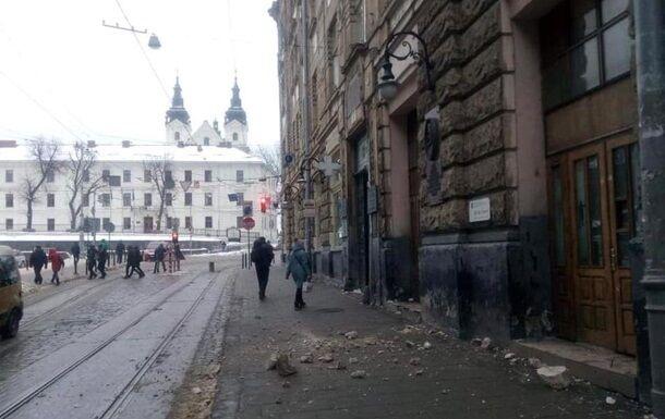 У Львові трапилася НП з історичною будівлею: фото