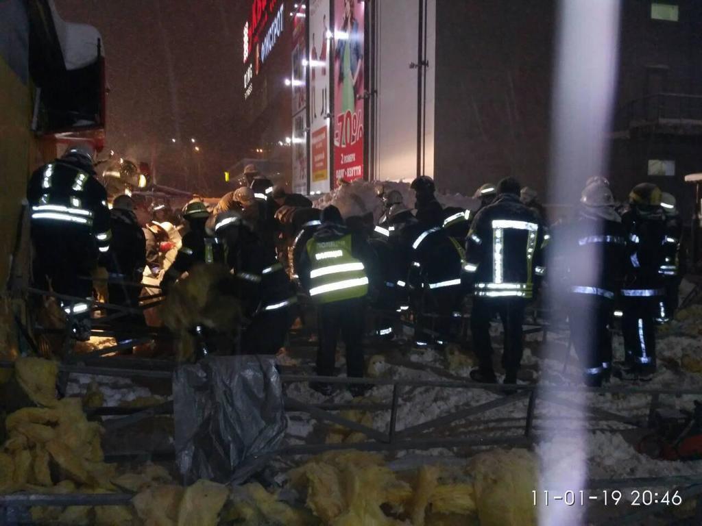 В Харькове рухнула крыша торгового павильона: есть пострадавшие