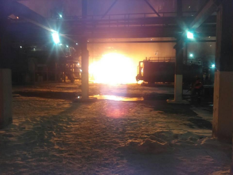 На Прикарпатті загорівся хімічний завод: всі подробиці, фото і відео