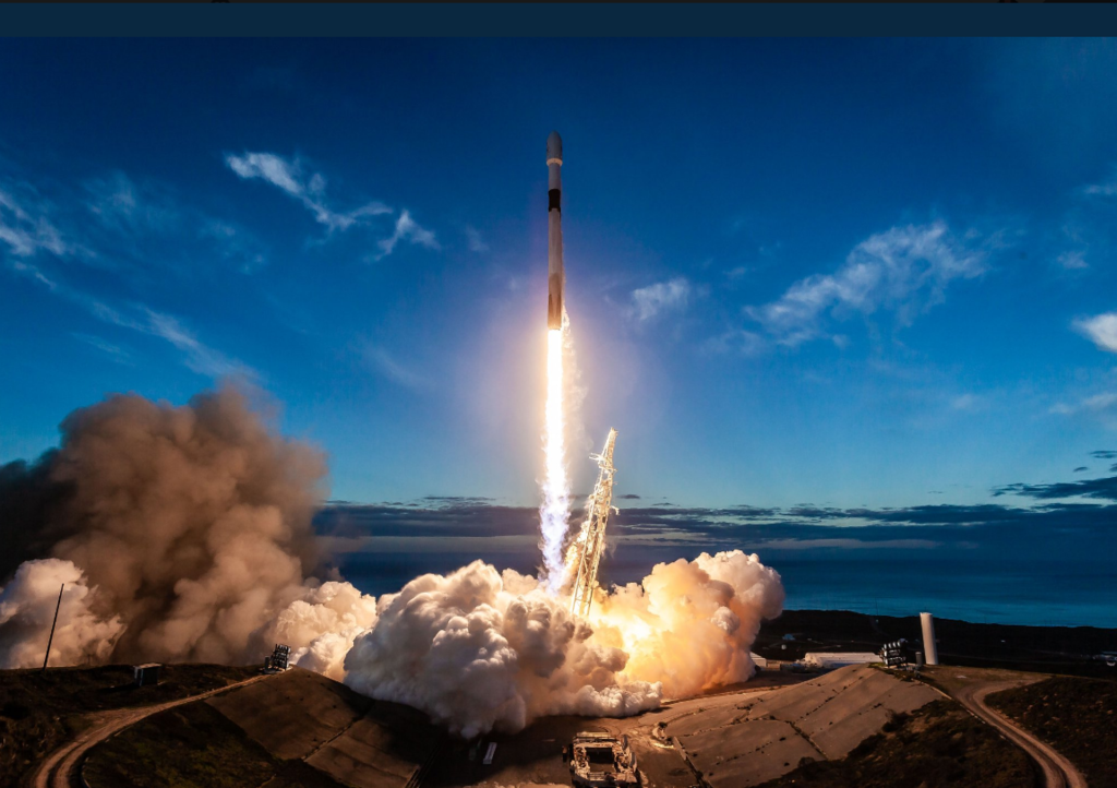 SpaceX запустил ракету Falcon-9 с 10 спутниками: захватывающие фото и видео