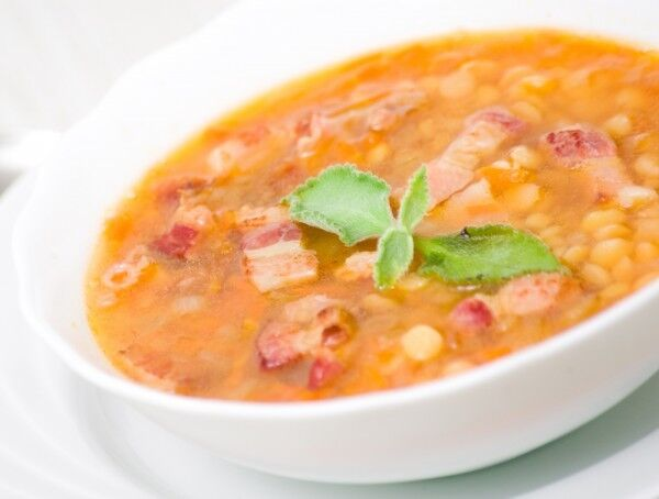 Сочевичний суп з беконом