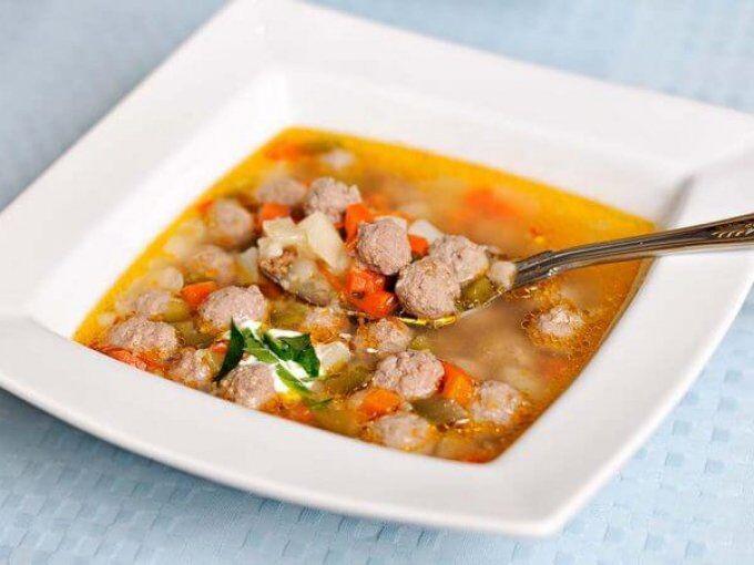Італійський суп з фрикадельками