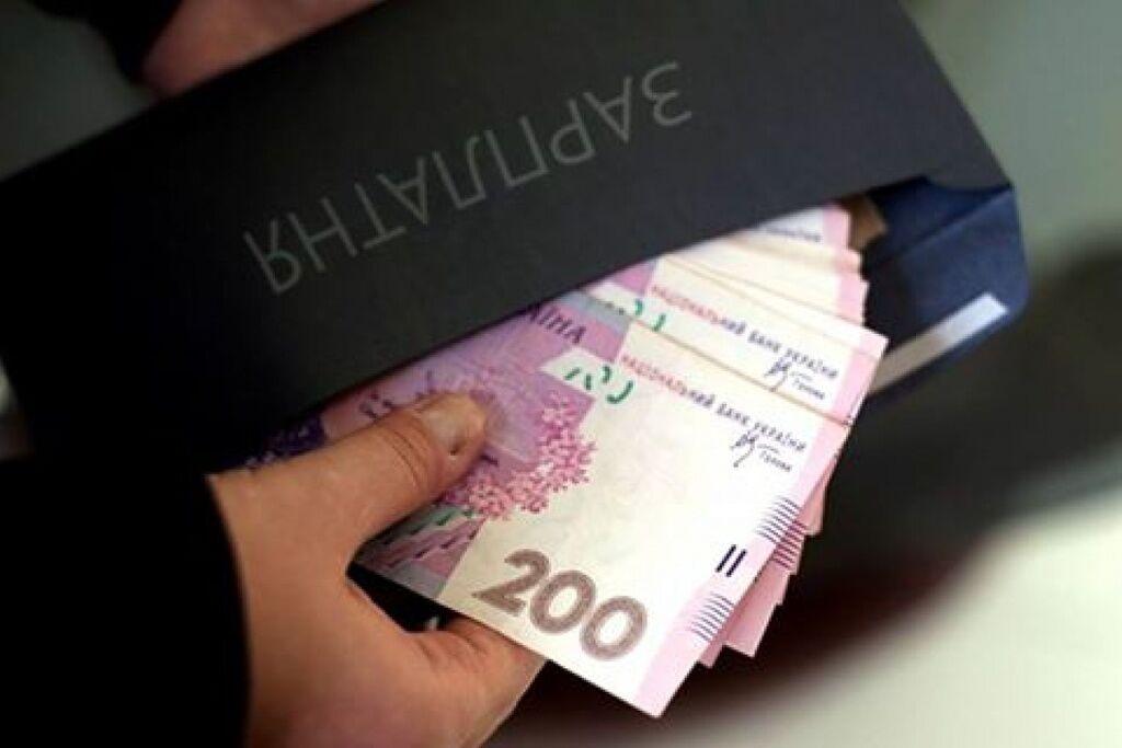 Зарплаты в конвертах в Украине: озвучена шокирующая статистика