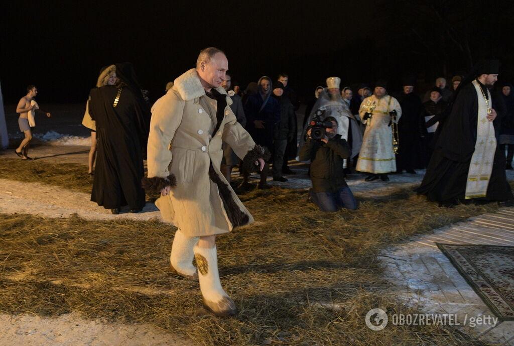''Запад хохочет!'' Путин после провала скрыл фото из проруби