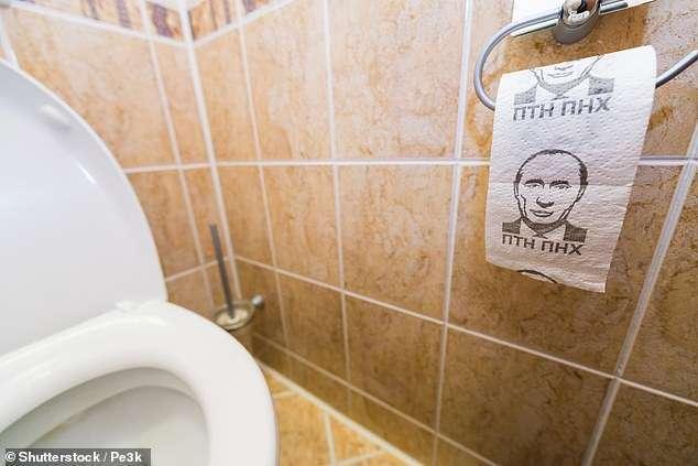 """""""ПТН-ПНХ"""": у британского министра обнаружили туалетную бумагу с Путиным"""