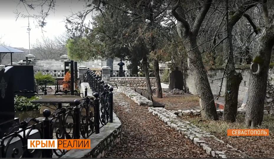 Как охраняют Януковича-младшего в Крыму: видео VIP-могилы