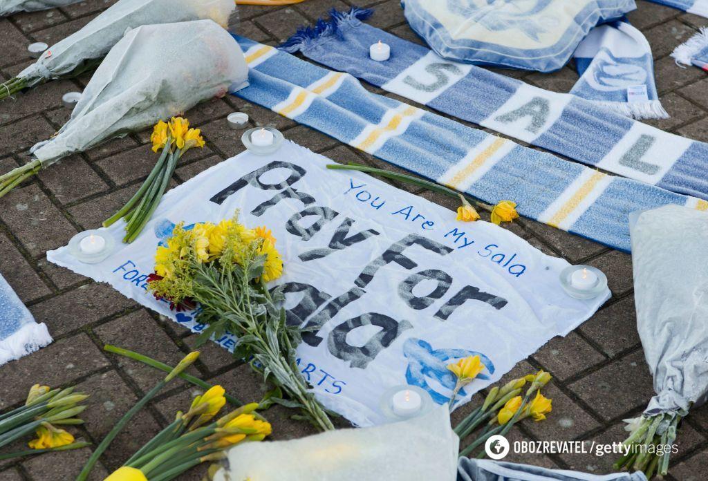 Импровизированный мемориал в Кардифе