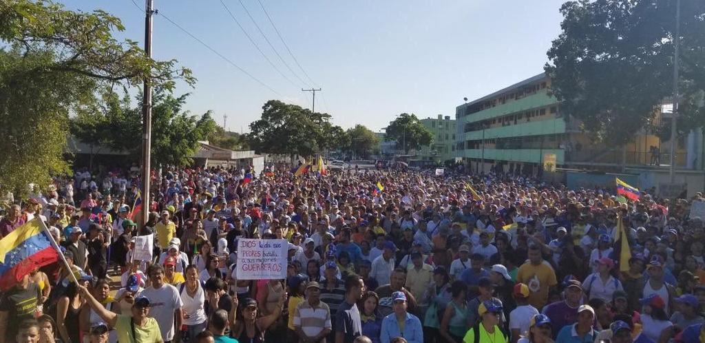 """""""Майдан"""" в Венесуэле сверг Мадуро: Трамп поддержал нового президента"""