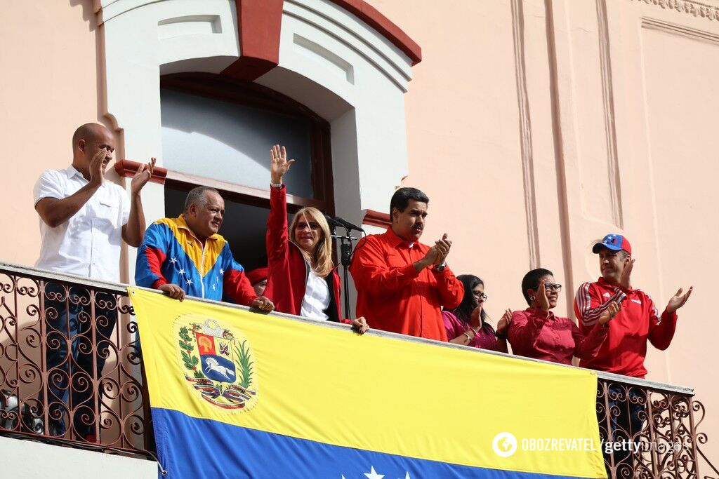 Николас Мадуро выступил с балкона