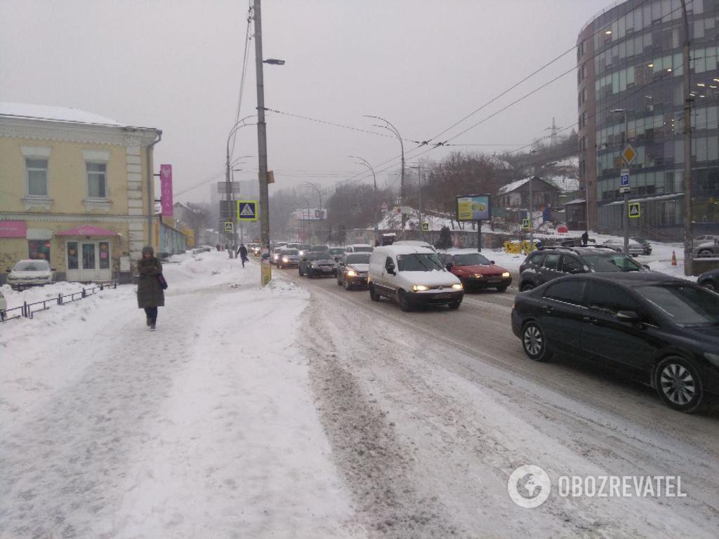 1200 ДТП і жертви: Україна накрив снігопад