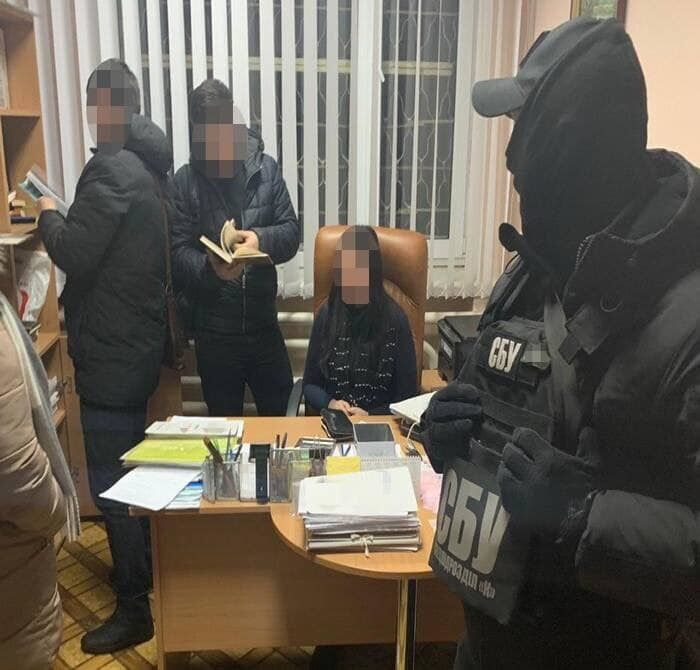 Кума Холодницкого погорела на взятке с поличным: подробности задержания