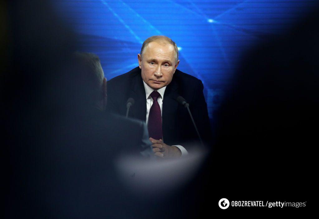 Тень Каддафи является Путину по ночам