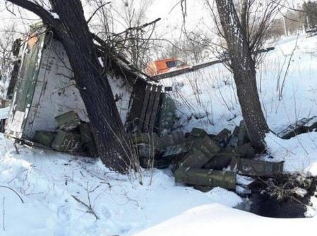 На Черкасщине опрокинулся ''Урал'' с боеприпасами: фото с места ДТП