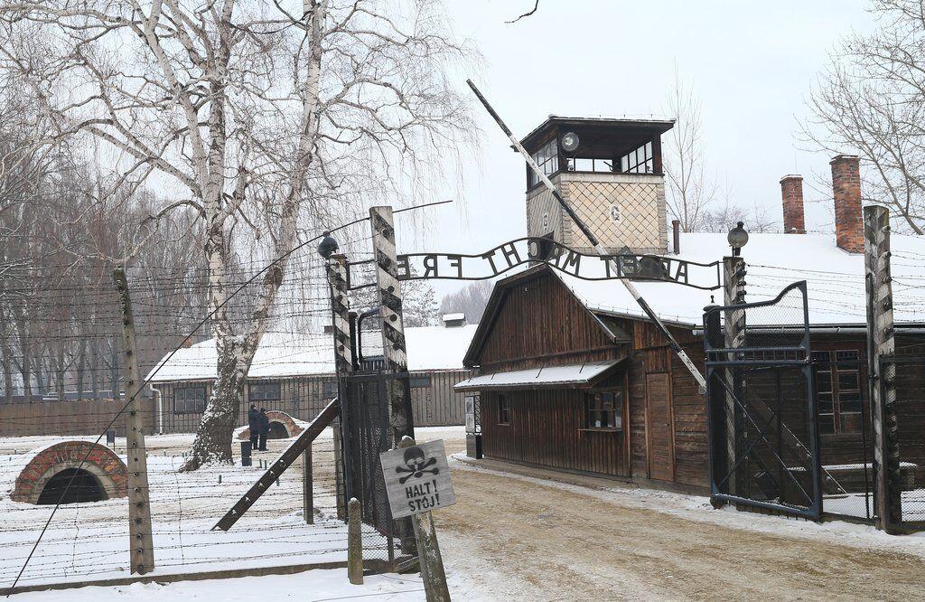 Холокост - это не о евреях. Это о людях и нелюдях photo