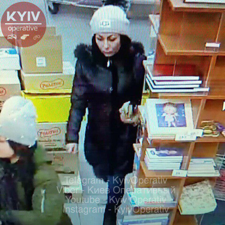 В популярном ТРЦ Киева засекли банду воровок: фото