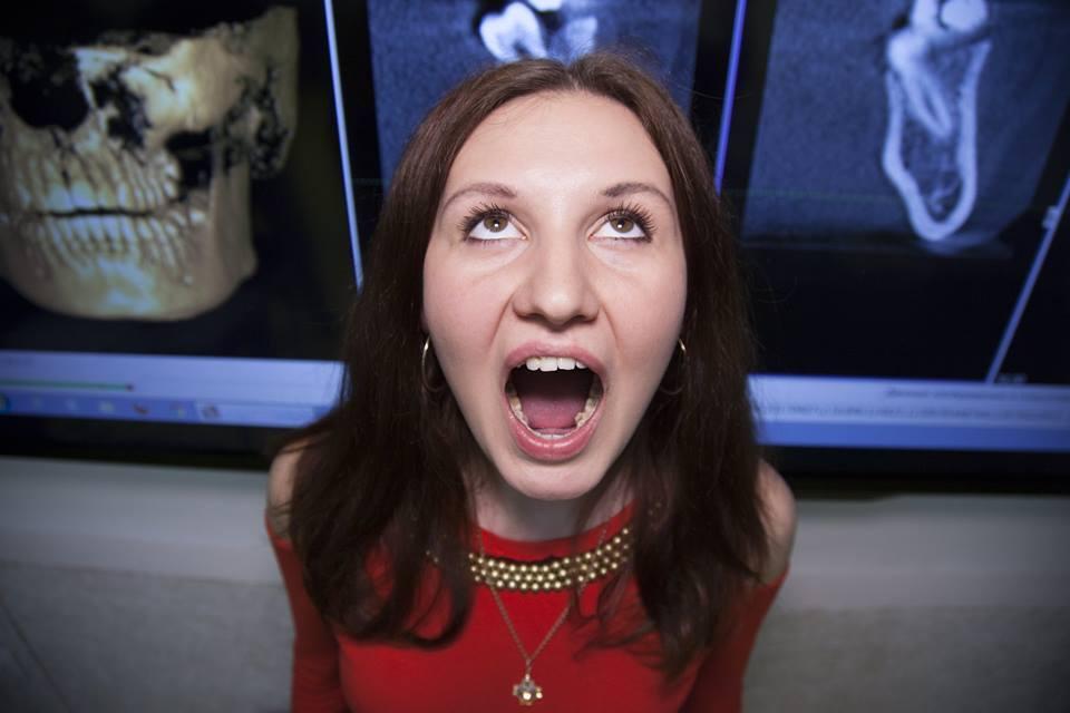 Самая зубастая женщина Украины поразила сеть: опубликованы фото