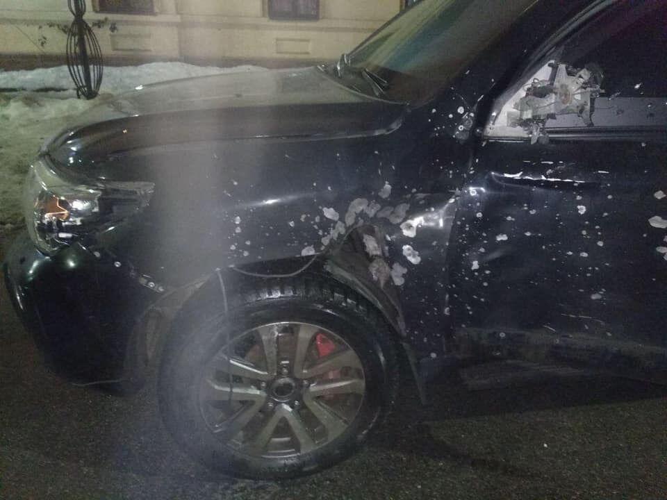 В Днепре авто с пассажирами расстреляли с гранатомета