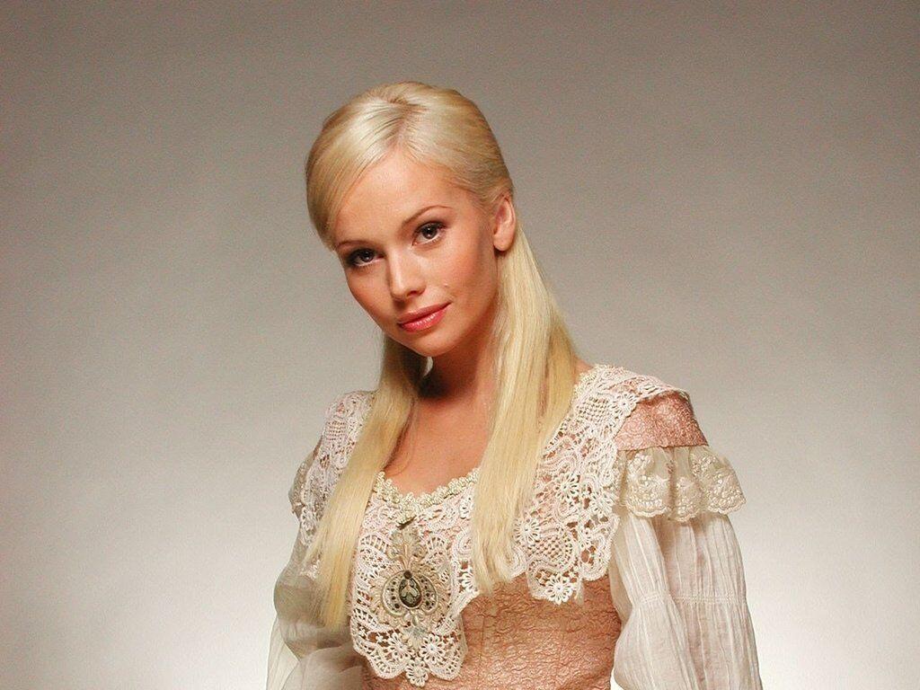 Elena Korikova Nude Photos 97