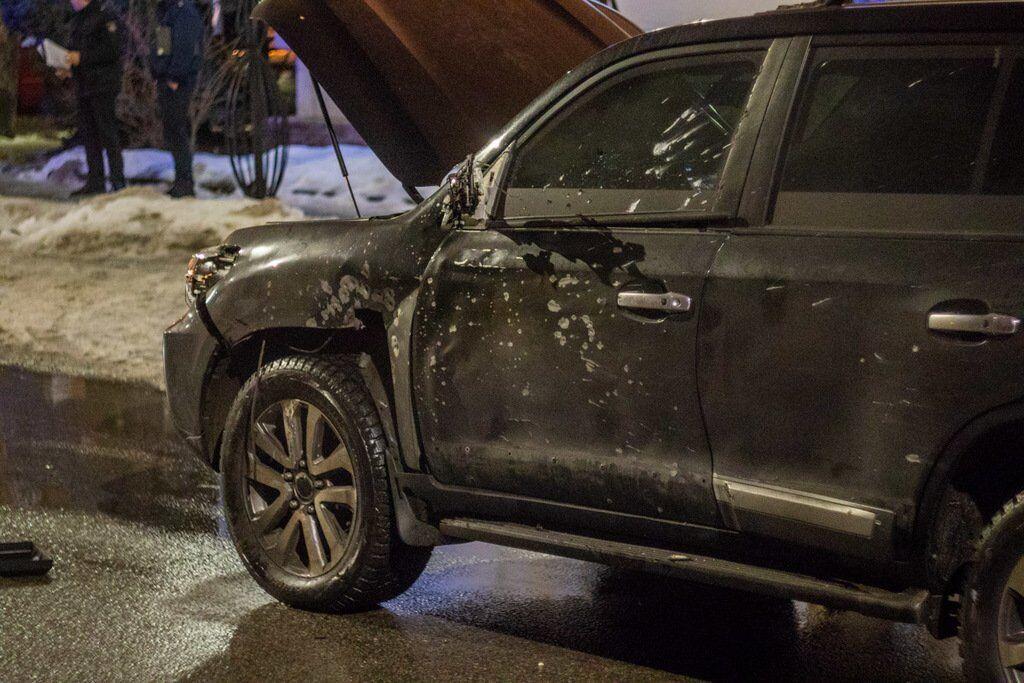 Замах у Дніпрі 29 січня 2019 р. На фото Toyota Lande Cruiser, в яку влучили з гранатомету